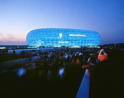 Альянц Арена в голубом цвете фото